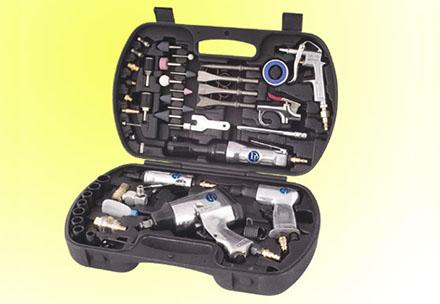 Набор пневмоинструмента в пластиковом кейсе, 63 предмета  DP-5012